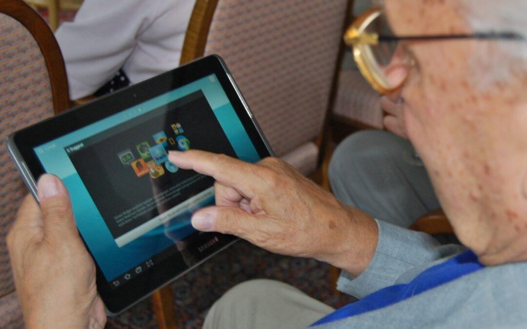 """""""Regeringen bör ta fram en nationell strategi för äldres digitala inkludering."""""""